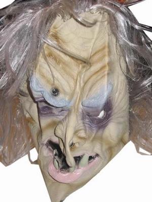 """Masker  """" Griezel met grijs haar """""""