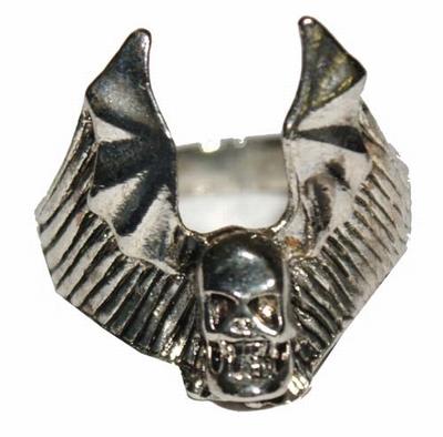 "Gothic ring  "" Doodshoofd met vleugels  "" ( 2 )"