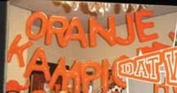 "Opblaasletters   ""  Oranje kampioen """